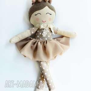 lalka szmacianka z kokiem, szmacianka, lalka, haft imienia, dekoracja