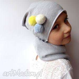 Dziecięca czapka z kolorowymi pomponami, czapka, czapki, dzianina, dzianiny, dziecko
