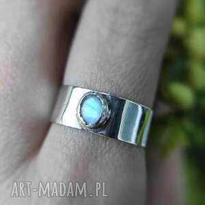 srebrny pierścionek z kamieniem księżycowym zamówienie indywidualne