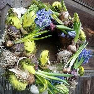 Wielkanocny wiosenny wianek na drzwi lub stół dekoracje cynamonn