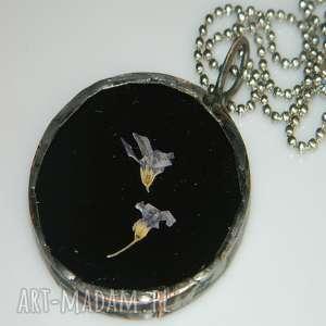 czarny witraż, wisior, wisior-miedziany, unikalna-biżuteria, szklany-wisior