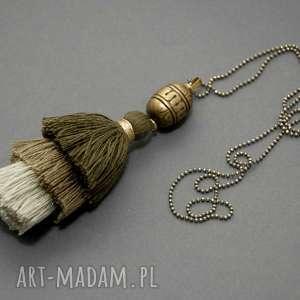 wisiorek z chwostem, sznurek, eleganckie, khaki, zgniłazieleń, długi, chwost
