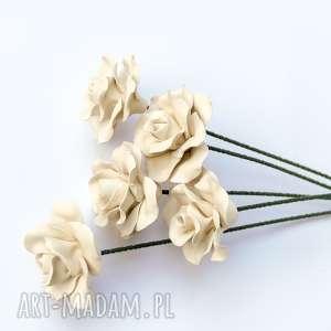 hand-made ceramika ceramiczne róże ręcznie lepione jasne matowe