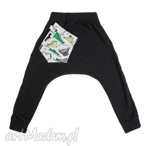 Spodnie dresowe czarne - Trampek zielony, wygodne, dresowe, bawełniane, stylowe