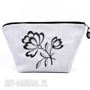 kosmetyczka black flowers on gray , kosmetyczka, etui, zamsz, haft, alkantara