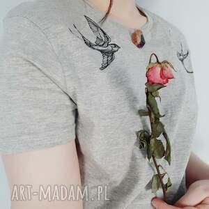 t-shirt z haftem jaskółki - ręcznie wykonane