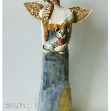 wytworny anioł z pieskiem, ceramika, pies, wianek, anioł