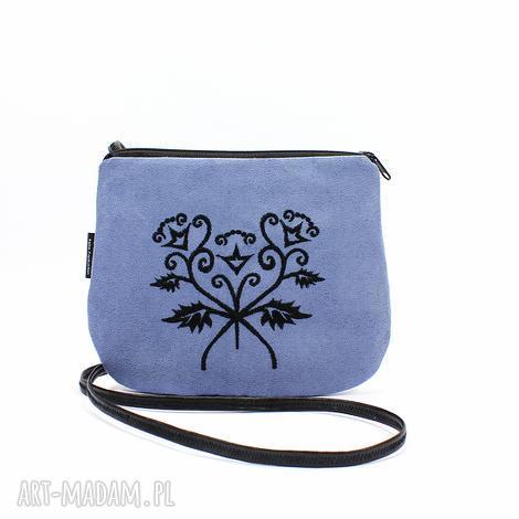 nebieska mała torebka z czarnym haftem, torebka, niebieska