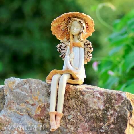 ceramika anioł ceramiczny siedzący, ceramiczny, ręcznie wykonany