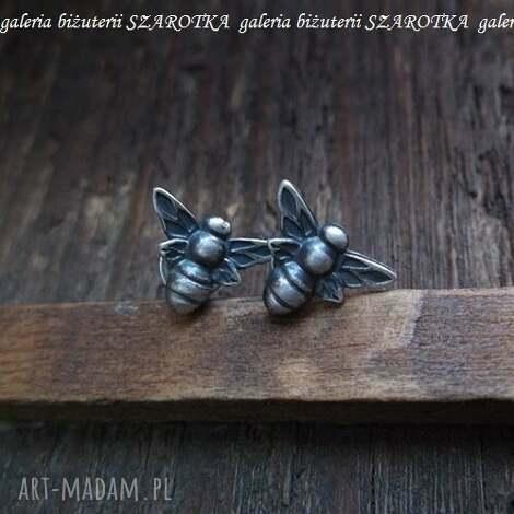 wspomnienie lata kolczyki ze srebra, srebro, oksydowane, pszczoła, pszczółka