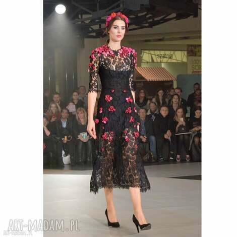 sukienki pani wiosna - koronkowa suknia haftowana kwiatami, wieczorowa