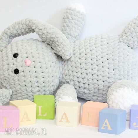 maskotki królik julian, królik, szydełkowy, przytulanka, zając dla dziecka
