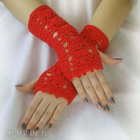 czerwone ażurowe mitenki rękawiczki wiosenne, jesienne, ozdobne