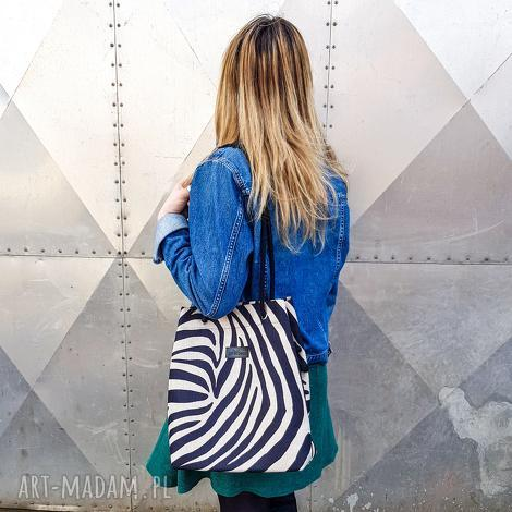 GoDeco: torebka jagoda zebra (pojemna, prezent, sznurki, wiosenna)