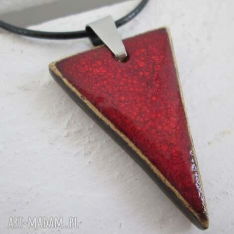 trójkątny naszyjnik - ceramiczny, wisiorek, naszyjnik, czerwony, trójkąt