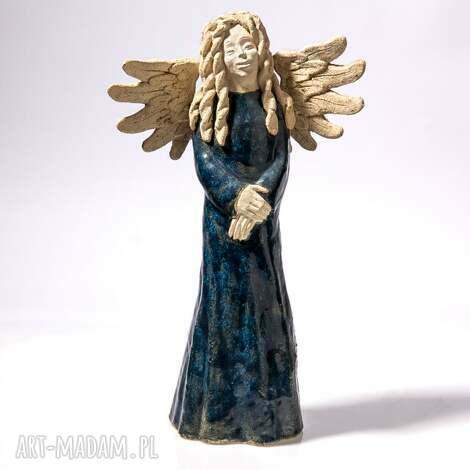 ceramika anioł zamyślony, anioł, postać, rzeżba, figurka, dekoracja, prezent dom