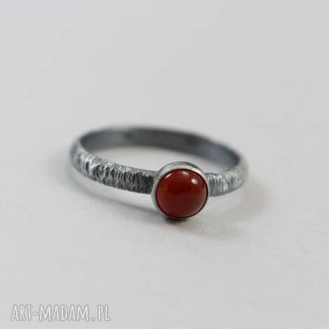karneol w fakturowanym srebrze - pierścionek r 19,5, karneol, srebro, pierścionek, 19