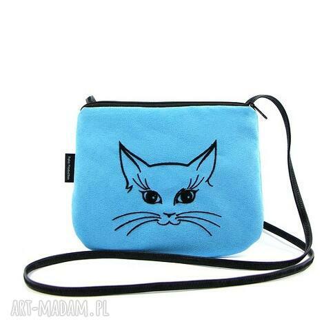 mini mała niebieska torebka torebeczka z wyszytym kotkiem, haftem