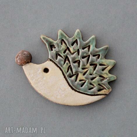 jerzy- broszka, ceramika - kolce, jeż, prezent, czapka, swetr, design