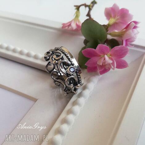 świąteczne prezenty, pierścionek liliowy, srebro, oksydowany, pierścionek, cyrkonia