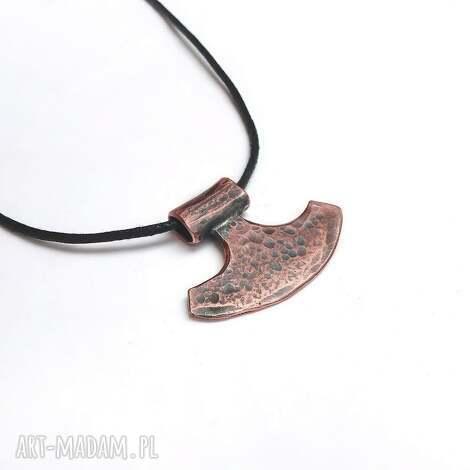 wisiorek z miedzi, topór wikinga siła i moc, miedź, prezent, amulet