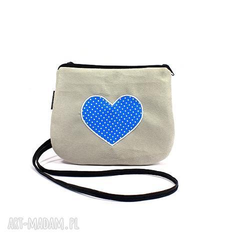 f92aba674b32c mini torebka damska z sercem w kropki