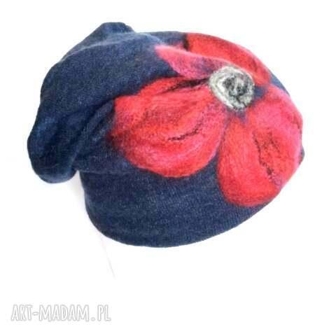 czapka wełniana filcowana granatowa zimowa handmade w kwiaty - czapka, etno, boho