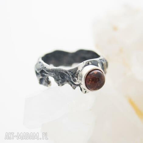 pierścionek kora drzewa, srebrny pierścionek, z bursztynem