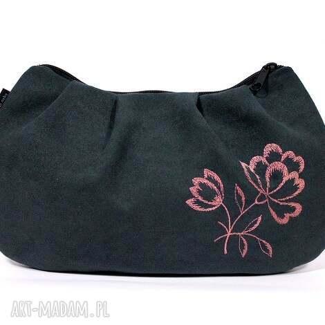 grafitowa kopertówka z wyszywanym kwiatem, torebka, kopertówka, zamsz, haft, kwiat