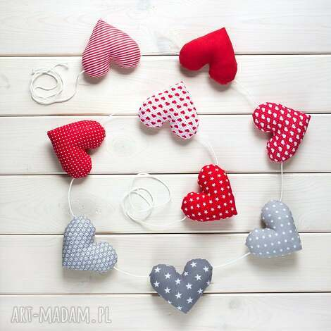 sercowa pozioma girlanda, 9 serc, serce, prezent, dekoracja, ozdoba