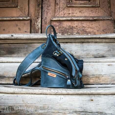 ręcznie wykonany plecak z wysokiej jakości skóry w kolorze granatowym