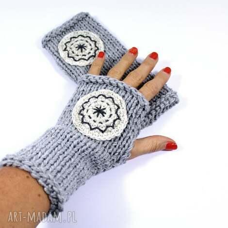 mitenki jasnoszare z kołem - mitenki, rękawiczki, koło, dziergane