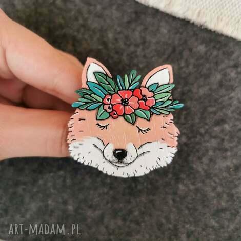 broszka lis, ręcznie malowana pin, drewno naturalne, rudy lis