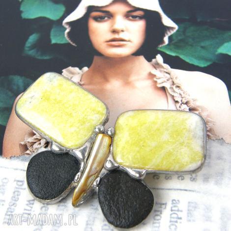 broszka motyl cytrynowy z nefrytem, broszka z kamieni, biżuteria z kamieni, nefryt