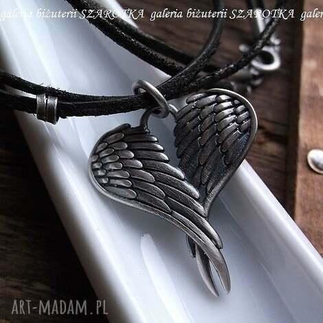 uskrzydlone romantyczny naszyjnik z oksydowanego srebra i rzemieni - serce, serduszko