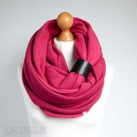 obszerny komin zimowy z zapinką, pomysł na prezent dla niej, różowy komin