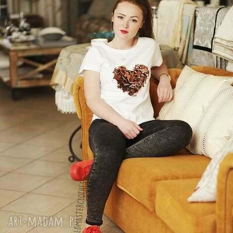 koszulka top biaŁa z nadrukiem czekoladowe serduszko - redmasterclothes, modna