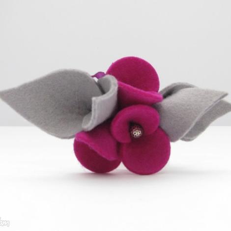 broszka - filcowe bratki - fuksja z szarością - broszka, filc, kwiatki, bratki