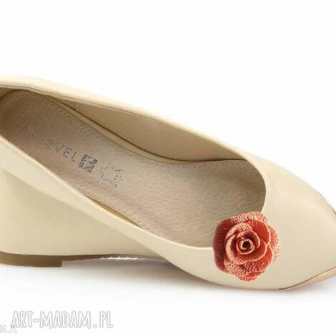 salmon rose - klipsy do butów, róże, kwiaty, klipsy, ozdoby, broszki, buty