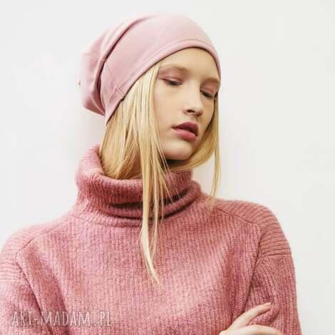 wygodna i bardzo kobieca czapka dresowa w kolorze pudrowego różu - wygodna