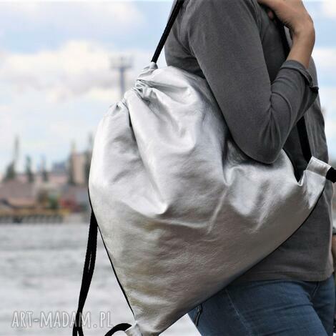 na ramię modny srebrny plecak, plecak, torba, duża torba ramię