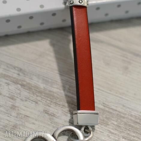 skórzany brelok do kluczy infinity red, brelok, skóra, nieskończoność, infinity