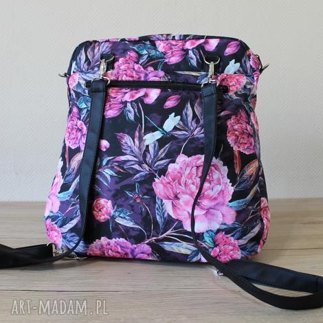 plecak torba listonoszka - piwonie na czarnym tle, plecak, torba
