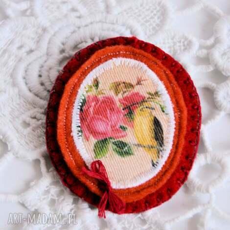 broszka - sokół i róża - broszka, vintage, romantyczna, filcowa, nadruk