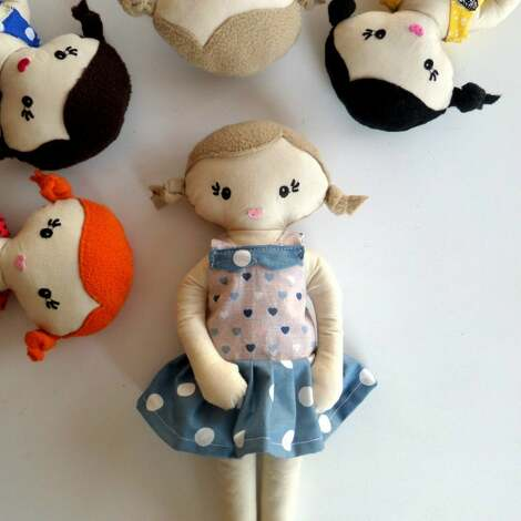 prezent na święta, mała lala- blondynka, lala, lalka, szmacianka