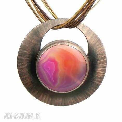 miedziany naszyjnik z pomarańczowo-różowym agatem c976 okrągły wisior