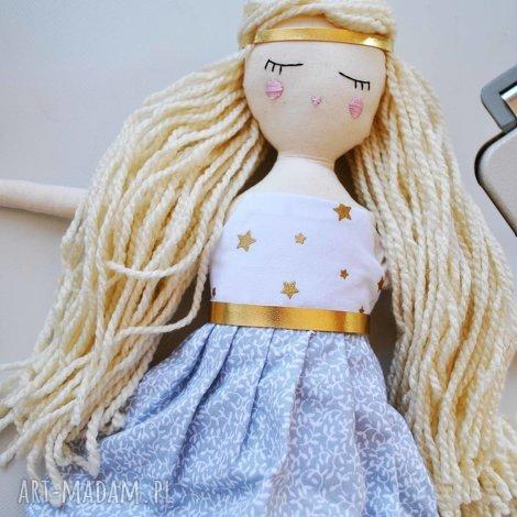 pani lala z wyszytym imieniem, lalka, prezent, urodziny, chrzciny, komunia