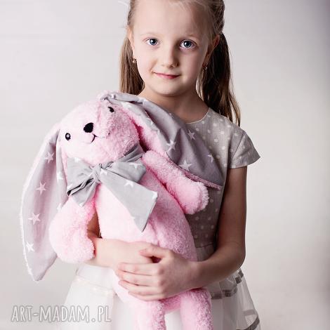 maskotki przytulanka dziecięca królik z kokardą, królik-maskotka, przytulanka-królik