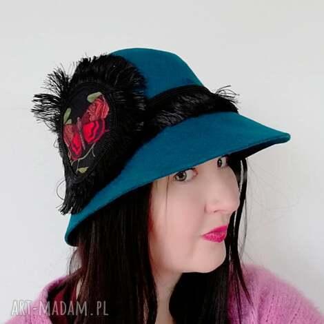 kapelusz z motylem, turkusowy, filc, kotylion, motyl