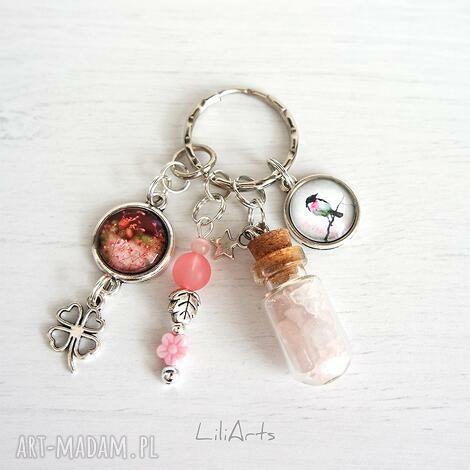 breloczek - ptaszek fiolka, kwarc różowy, breloczek, klucze, kwiaty
